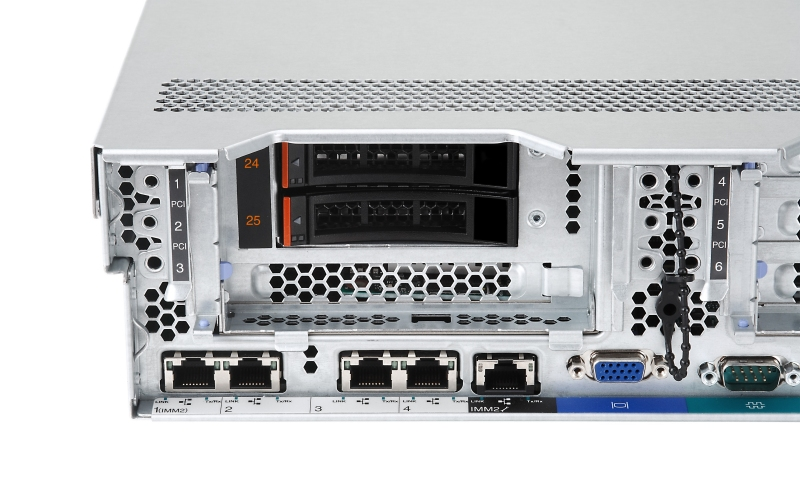 The x3650 M4 HD supports two 2.5-inch drives at the rear of the server